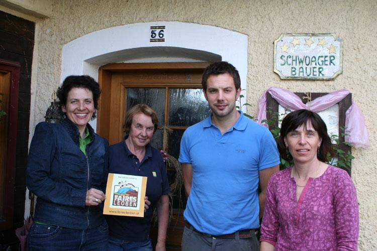Familie Konrad mit den Initiatorinnen