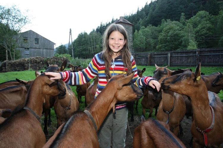 Ausflug zu Biokäserin Roswitha Tscheliesnig und ihren Ziegen