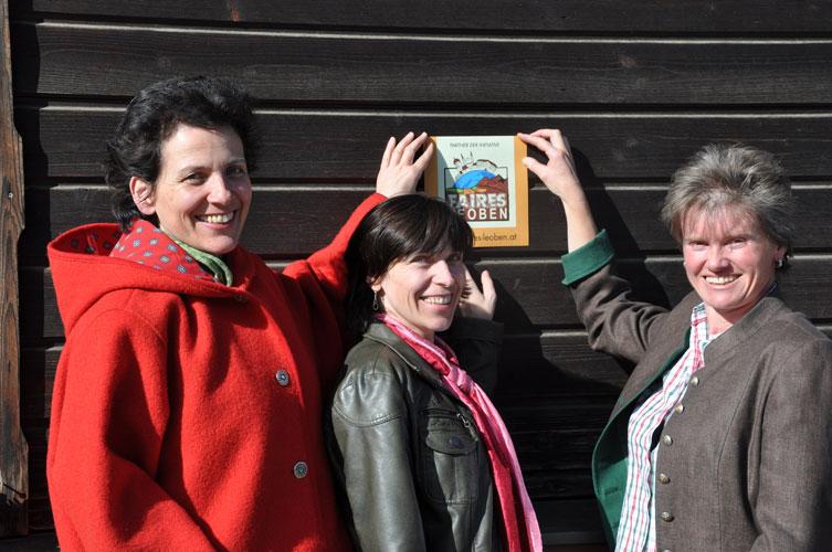 Maria Haberl mit den beiden Initiatorinnen