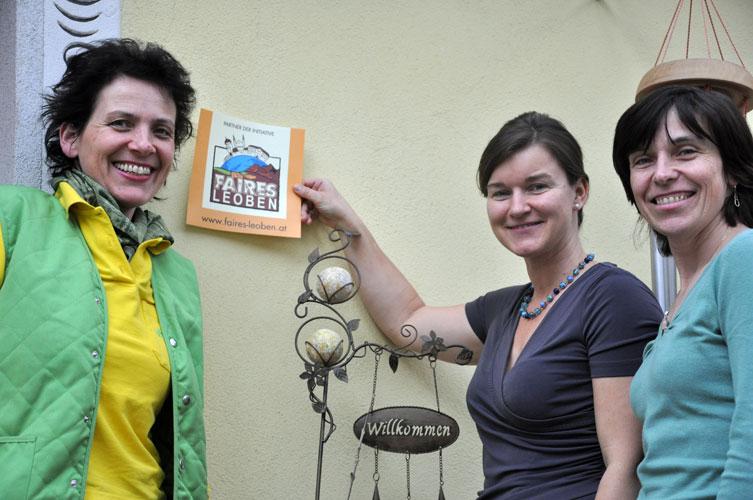 Barbara Hafellner mit den beiden Initiatorinnen